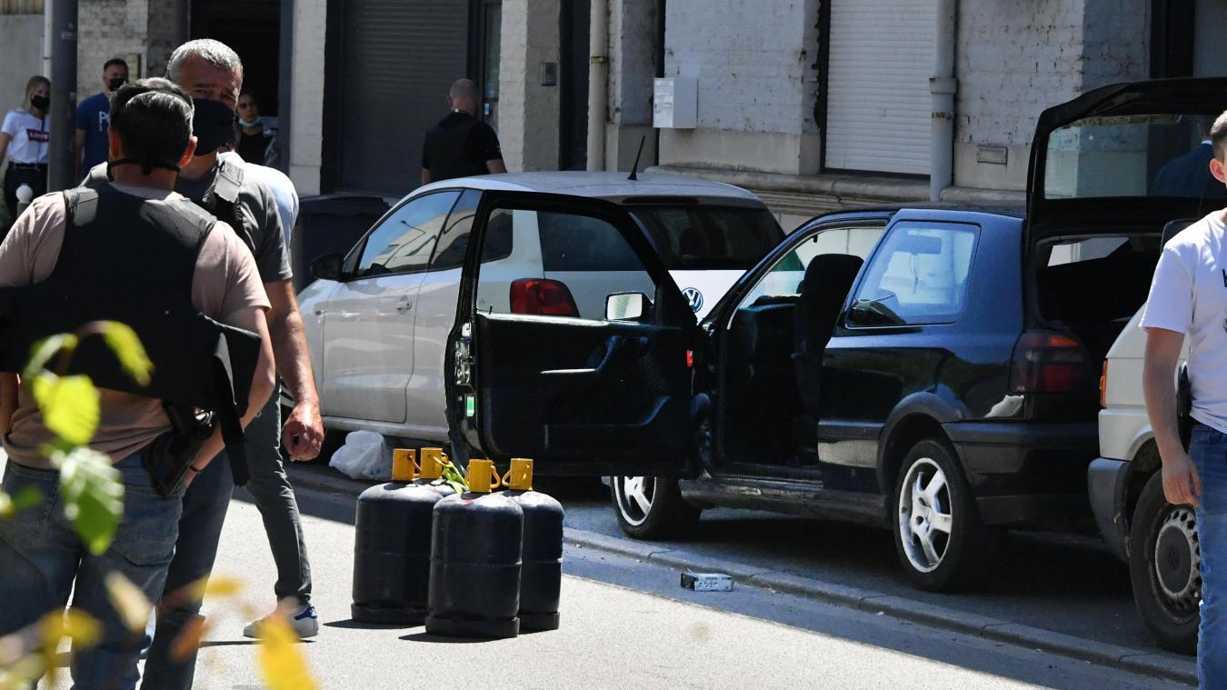 Lundi 14 juin, la police découvre quatre bouteilles de gaz (vides) dans une Golf. La voiture a fait des déplacements suspects autour de l'hôtel de police dans la nuit. Son conducteur, Tahaar B., est placé en garde à vue. Photo Archives Pierre Le Masson