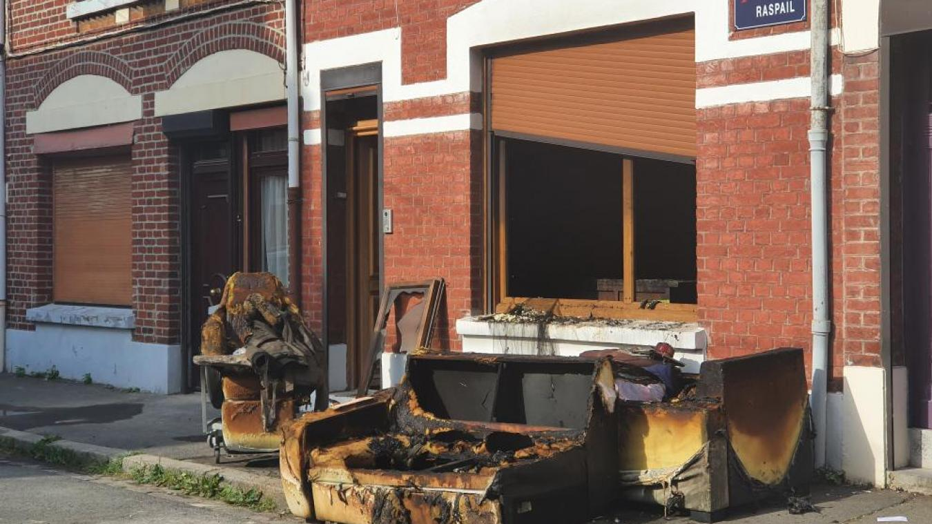 un feu ravage le rez-de-chaussée d'une maison, l'occupante indemne