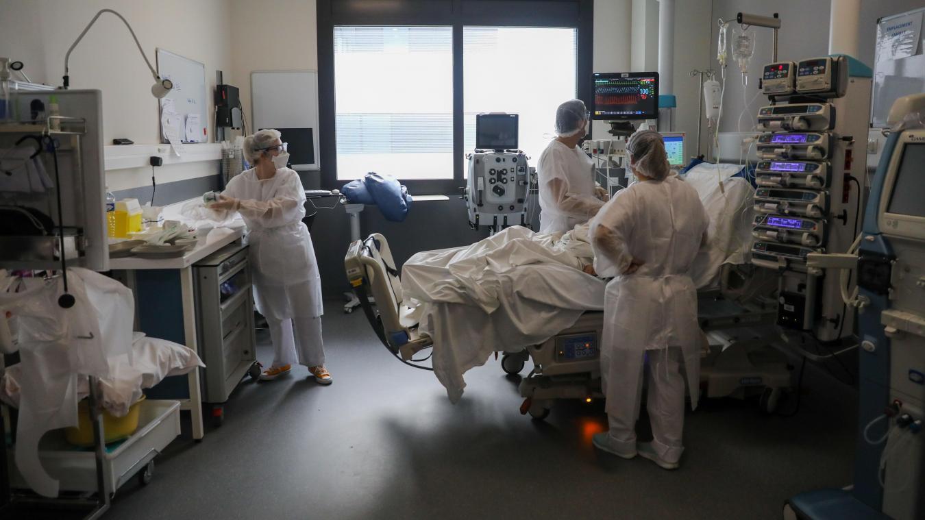 Pass sanitaire: la vaccination accélère, le pic des hospitalisations divisé par deux?