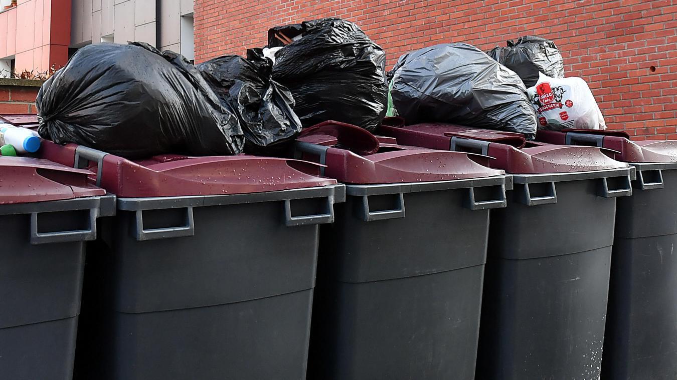 Les agents municipaux ont-ils le droit de fouiller vos poubelles (et de vous infliger une amende) ?