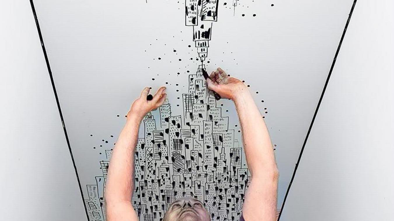 Vincent Lelièvre en plein travail. «J'ai aimé ce challenge», dit l'artiste qui va enchaîner une nouvelle commande à La Madeleine.
