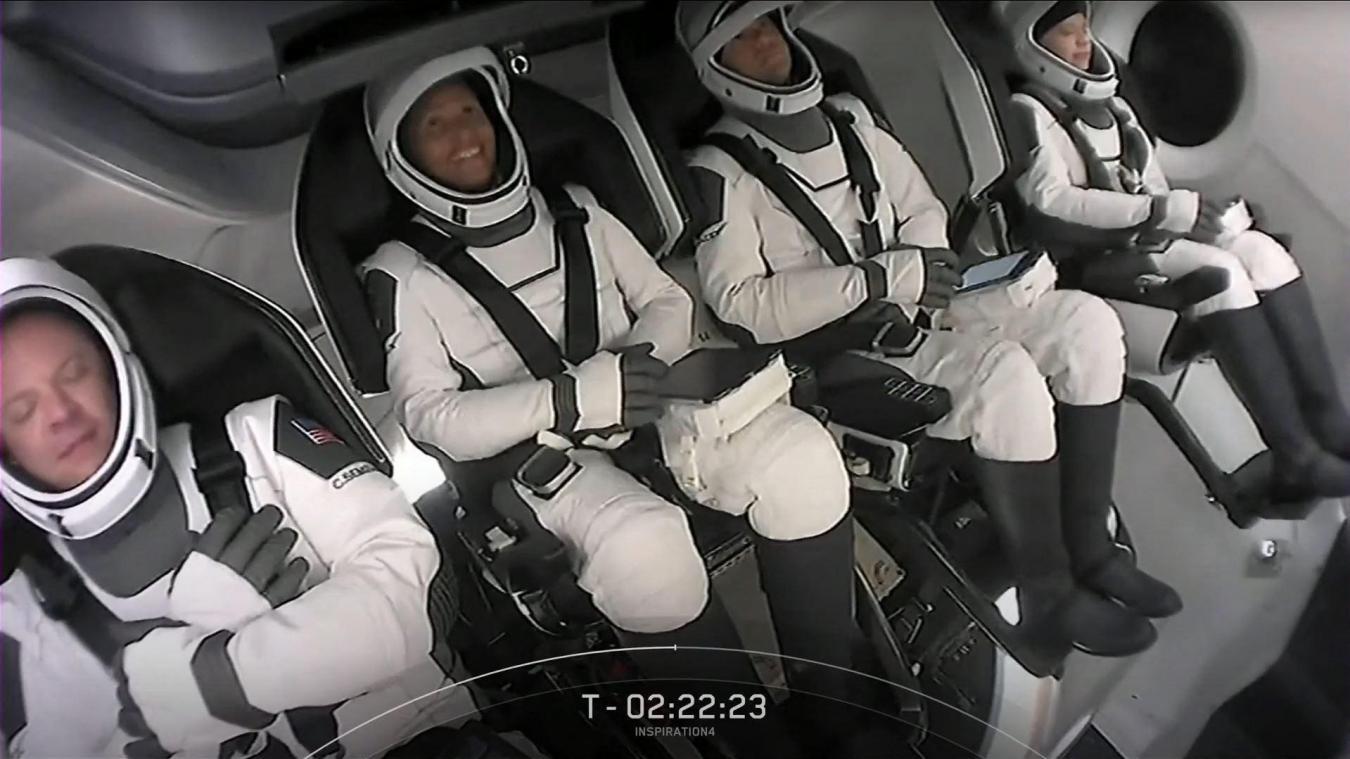 SpaceX: les touristes de l'espace ont avec eux des colliers de serrage et des sédatifs, au cas où...