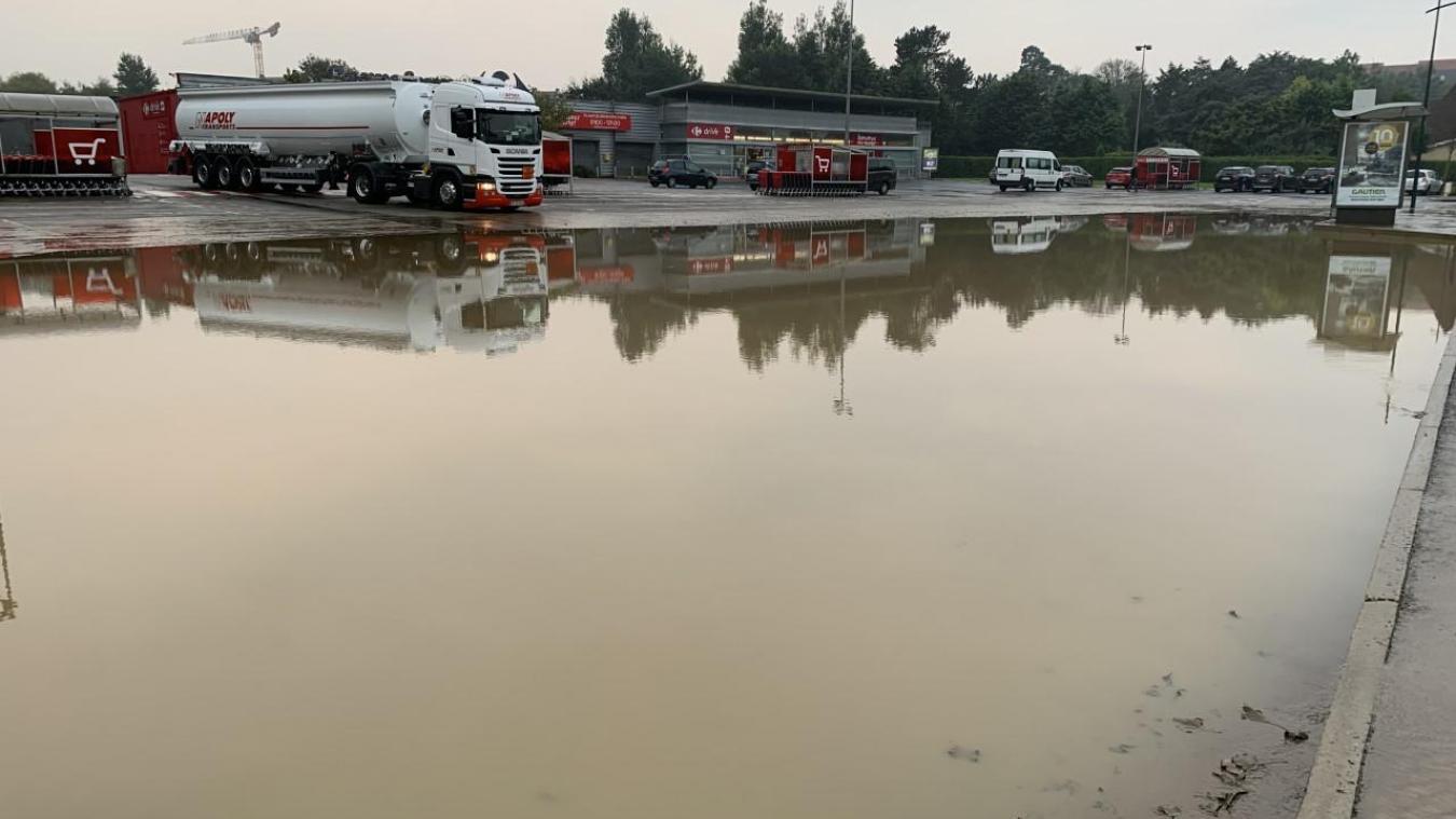 Pluies dans le Boulonnais: à Wimille, les abords du collège et le Carrefour Market touchés
