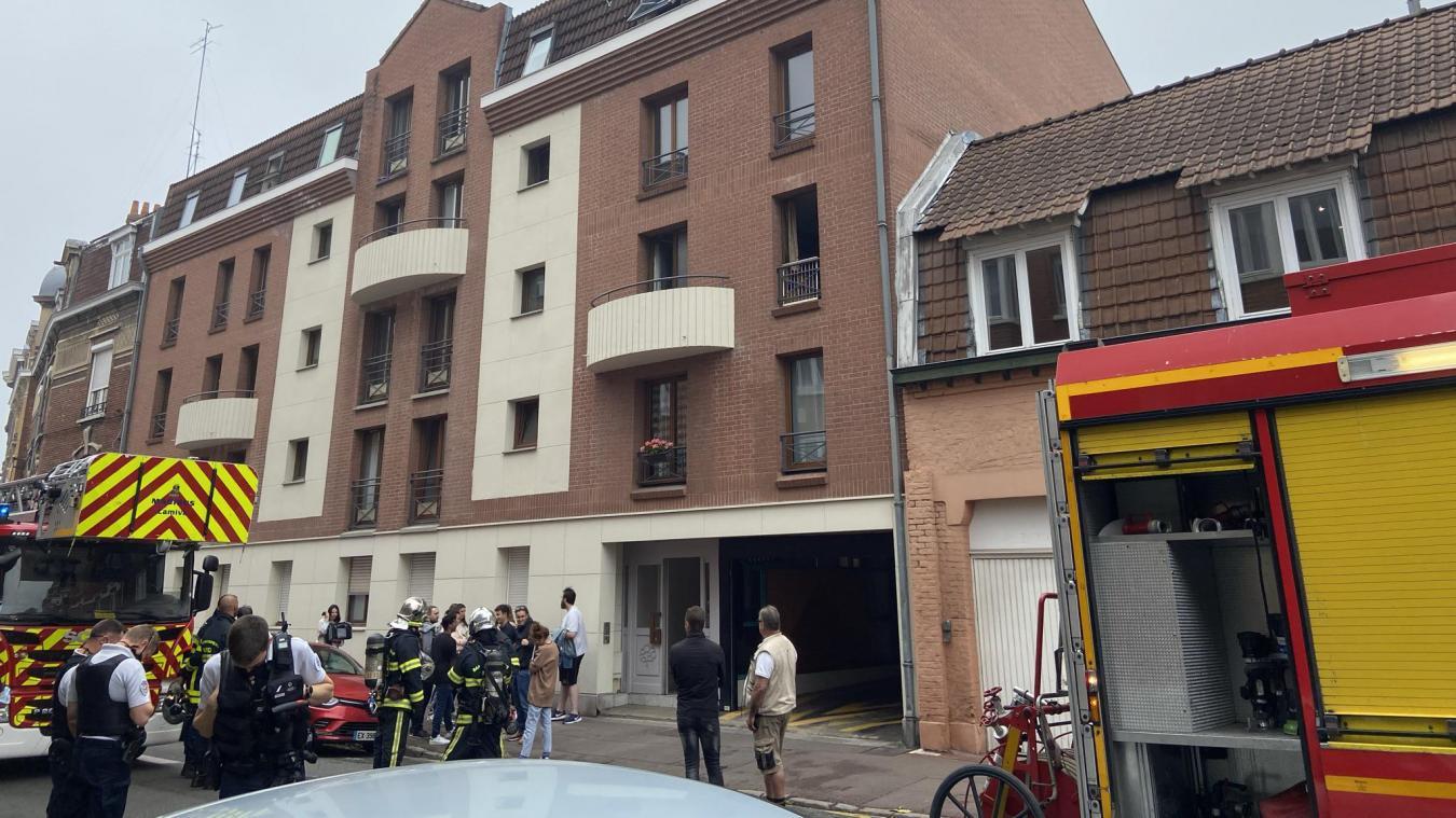 Les pompiers ont cherché pendant une heure l'origine de fumées apparues dans les étages d'un immeuble, rue des Stations à Lille.