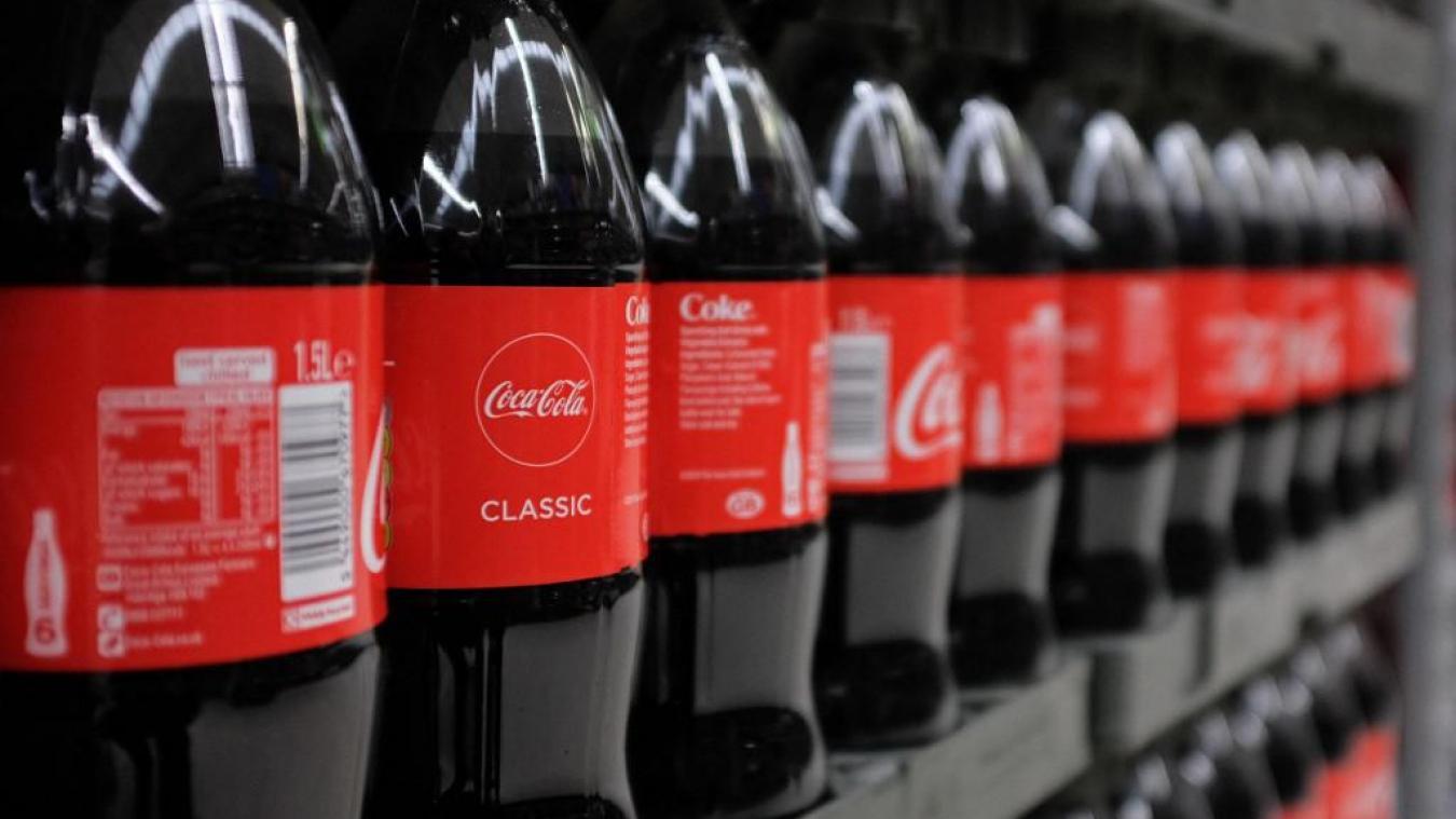 Les bouchons Coca-Cola seront bientôt attachés aux bouteilles