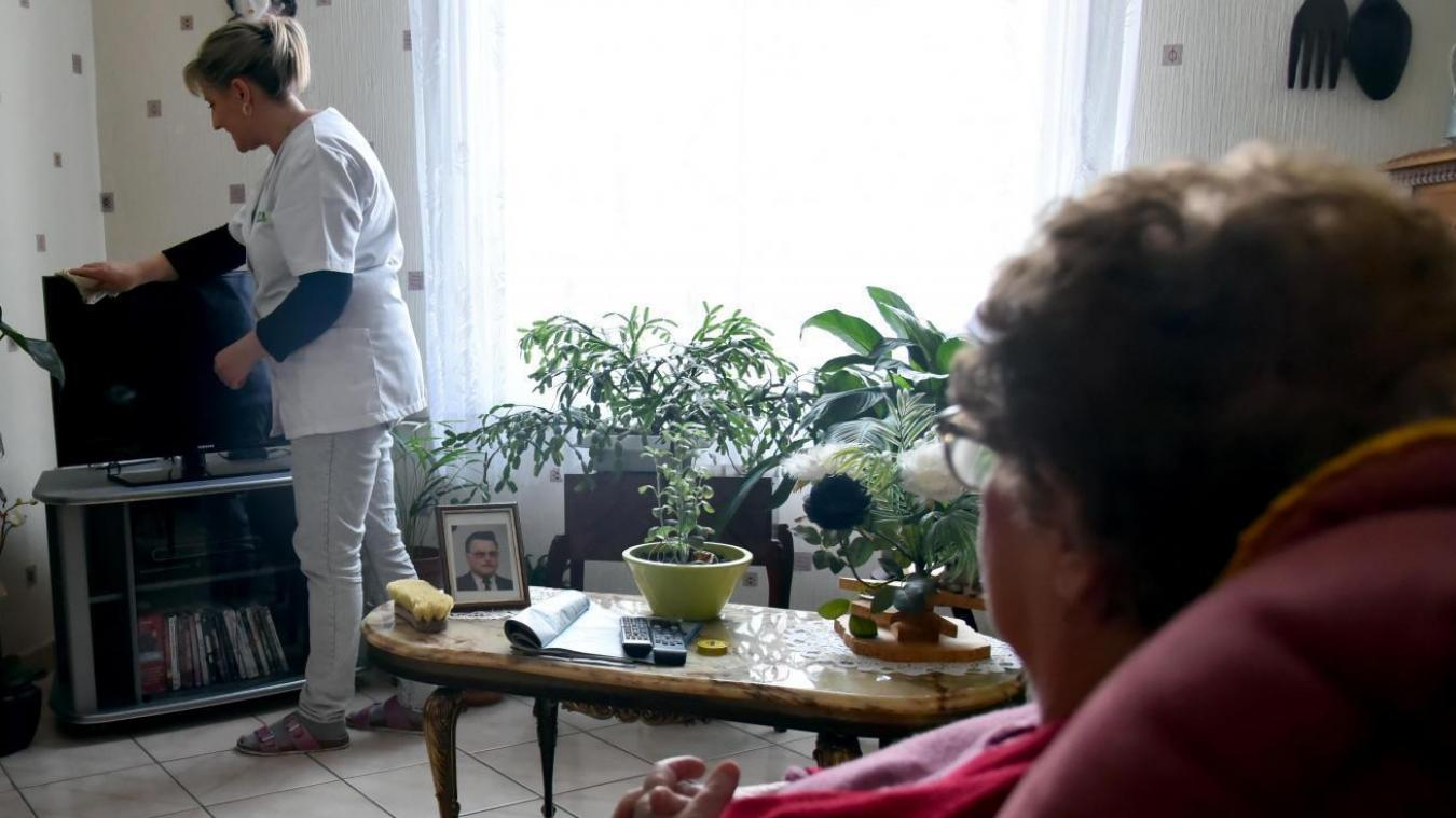 Métiers du grand âge: le gouvernement veut renforcer les formations et reconversions