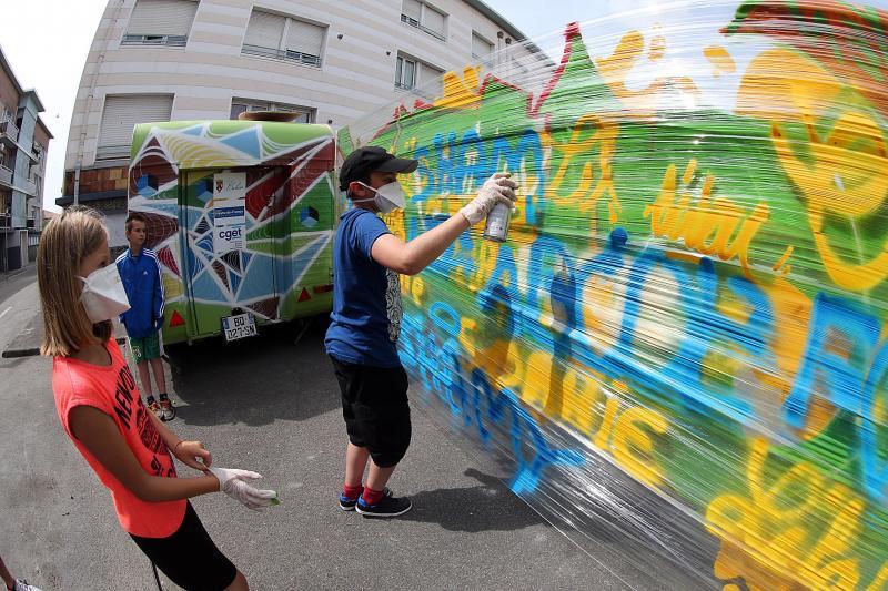 Calais Une Caravane Pour Decouvrir Le Street Art Une Bombe De