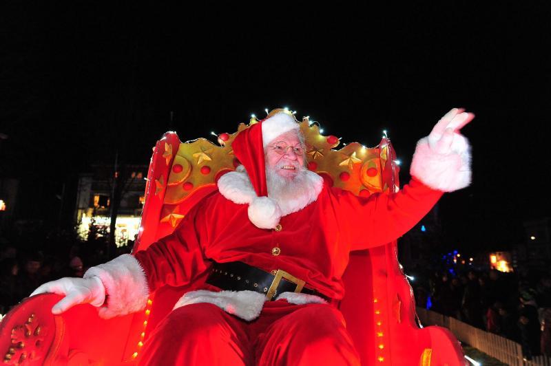 Hautmont Bonbons Parade Marché Et Féerie Le Père Noël