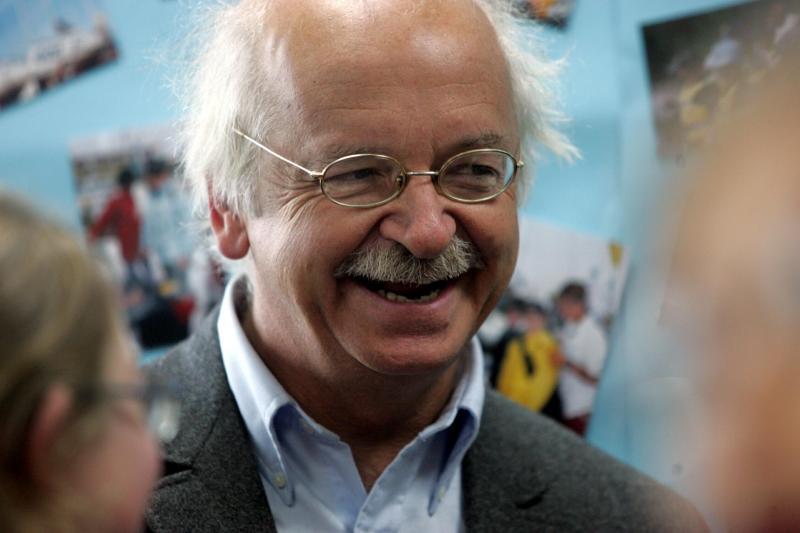 L'Académicien Érik Orsenna sera présent à Arras en tant qu'ambassadeur de la lecture publique. PHOTO ARCHIVES SAMI BELLOUMI