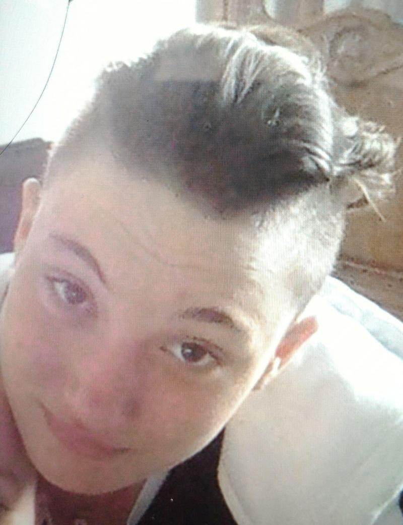 Au cours de sa fugue, la jeune fille se serait rasée partiellement ou totalement la chevelure.