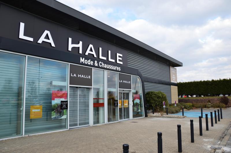 a4e400d6ec Un magasin plus grand, proposant habits et chaussures doit ouvrir  prochainement face à Auchan.
