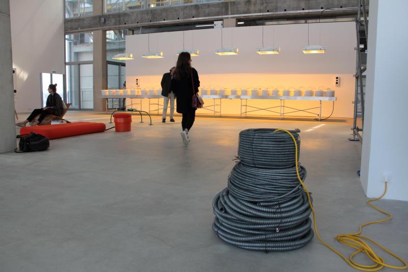 Ces tuyaux en PVC sont un clin d oeil au monde ouvrier du Dunkerquois. 025ad1be510
