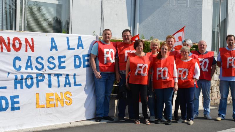 49f75abdf8a Les militants F.O se sont réunis devant l entrée du C.H. Lens pour dénoncer  la