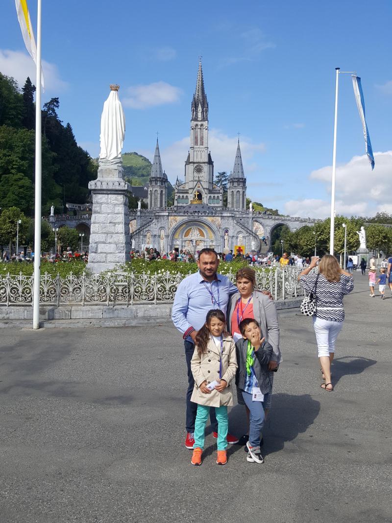 Tony & sa famille, à Lourdes