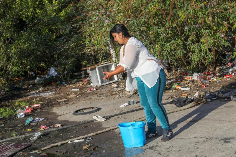 Les familles vivent dans des conditions précaires, sur un terrain considéré comme l'un des plus pollués de France. Photo Thierry THOREL