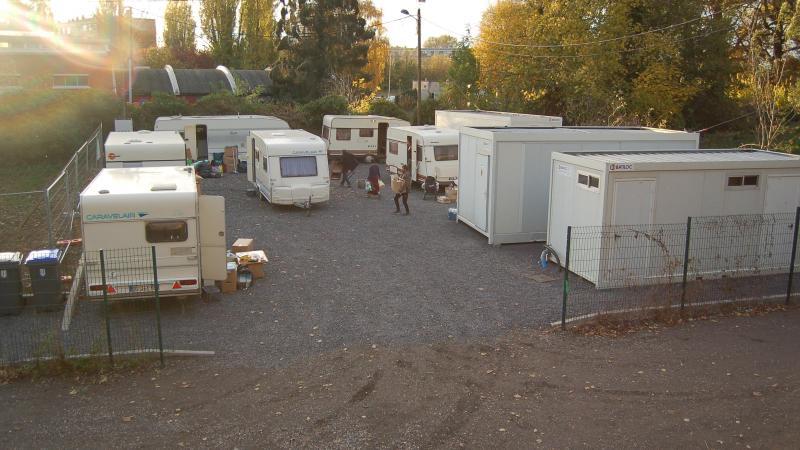 Le dispositif comporte trois bungalows, pour les sanitaires et la cuisine, et six caravanes dont une est dédiée aux éducateurs de la Sauvegarde du Nord.
