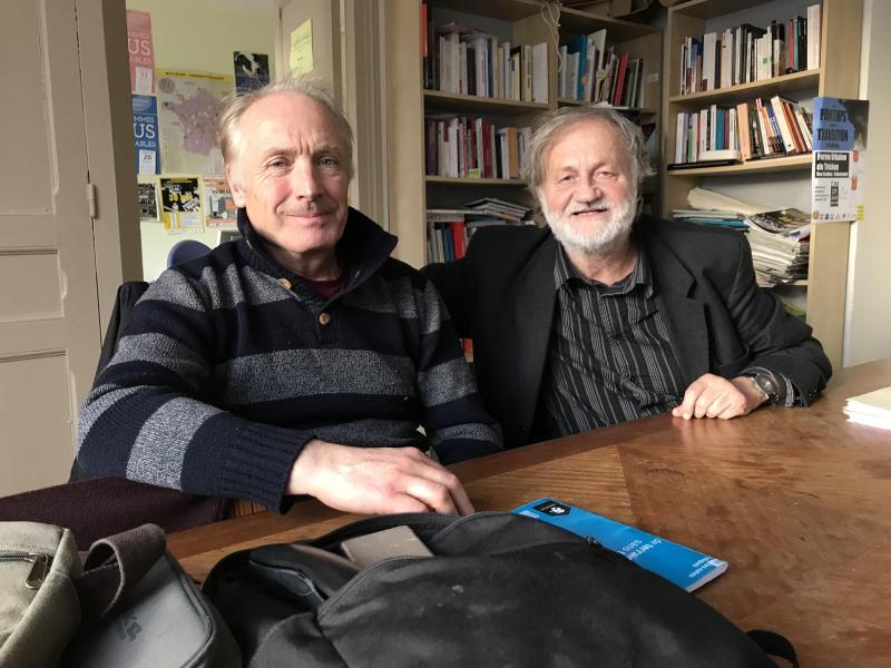 Michel Lepech et Bruno Mattéi, membres du collectif roms de Roubaix, appellent les acteurs sociaux à s'unir pour trouver des solutions aux familles.