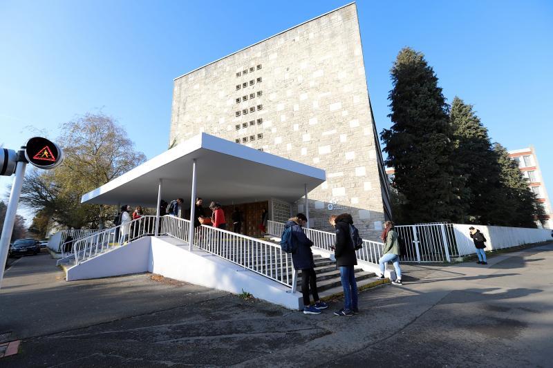 Le lycée Robespierre, c\u0027est 1 300 élèves et 120 enseignants, une petite