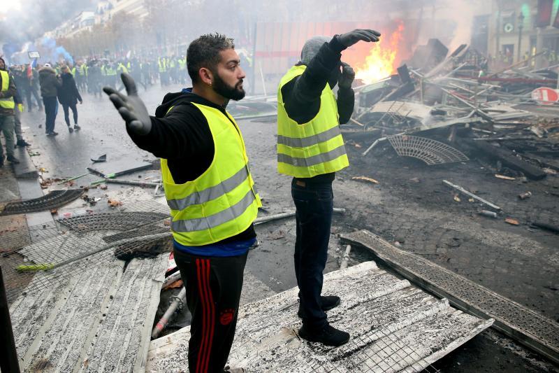 Les forces de l'ordre ont utilisé samedi 5 000 grenades lacrymogènes.PHOTO Baziz Chibane / LA VOIX DU NORD