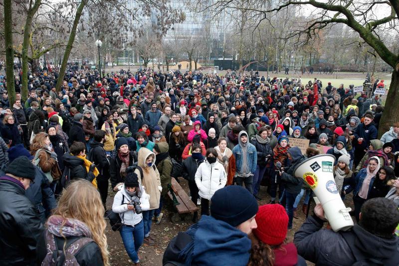 Un rassemblement contre les partis d'extrême droite a été organisé en face de la CGSP à Bruxelles dimanche 16 décembre