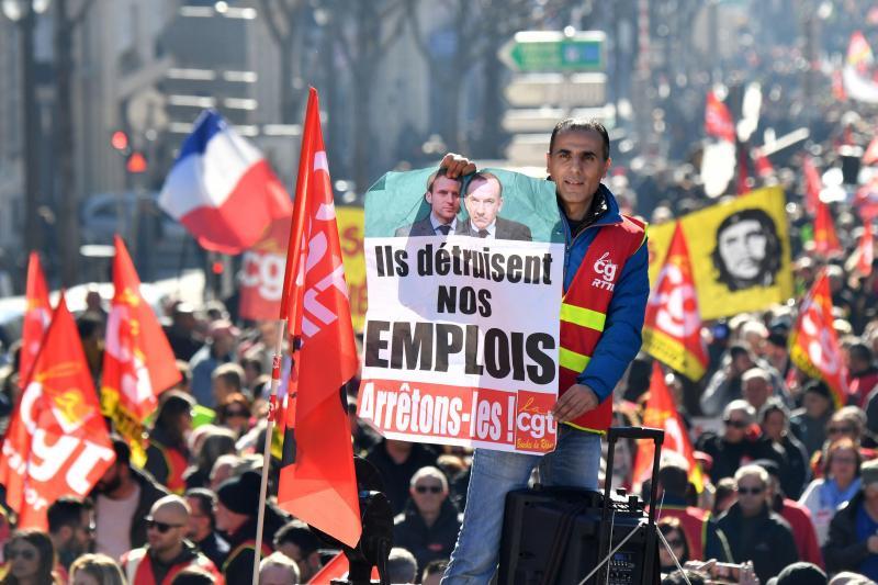 34a789f0e64 Manifestations  Entre 300 000 et 137 200 manifestants CGT et Gilets ...