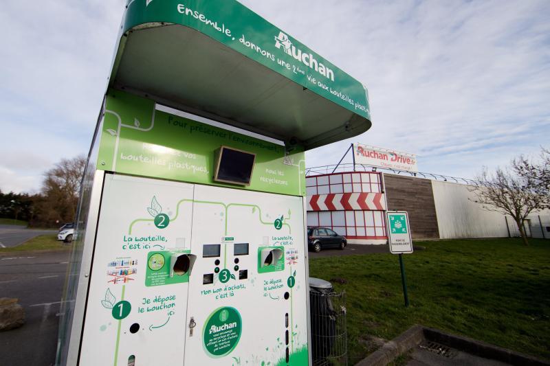 Calais à Auchan On Rend Ses Bouteilles En Plastique Et On