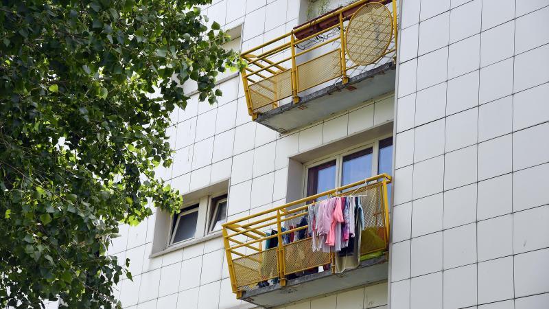 Quelques balcons sont encore occupés. PHOTO GUY DROLLET