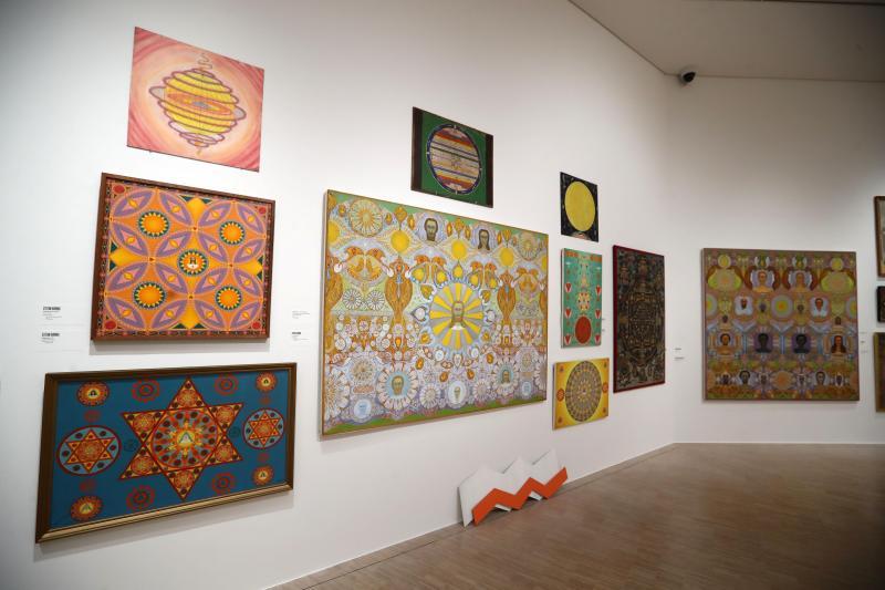Le LaM a pris plaisir a réunir les trois peintres spirites nordistes et des artistes contemporains dans une salle baptisée « Un temple infini ». PHOTO PIB
