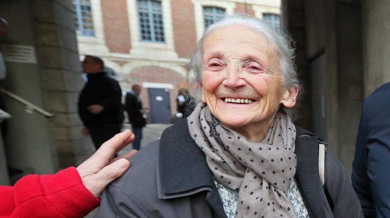 Gilberte Morel a l'œil qui frise et le sourire satisfait, après le délibéré du tribunal d'instance en sa faveur. PHOTO MATTHIEU BOTTE