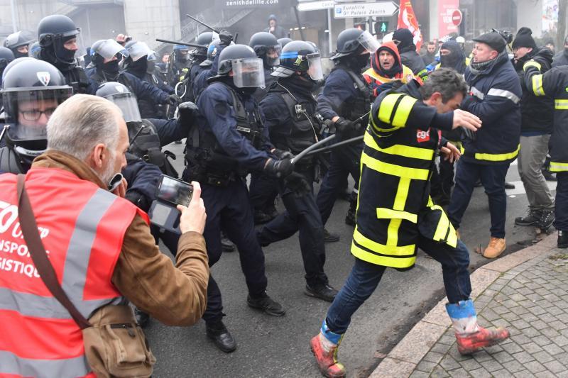 Lille : la manifestation régionale en ordre dispersé, déjà de fortes tensions