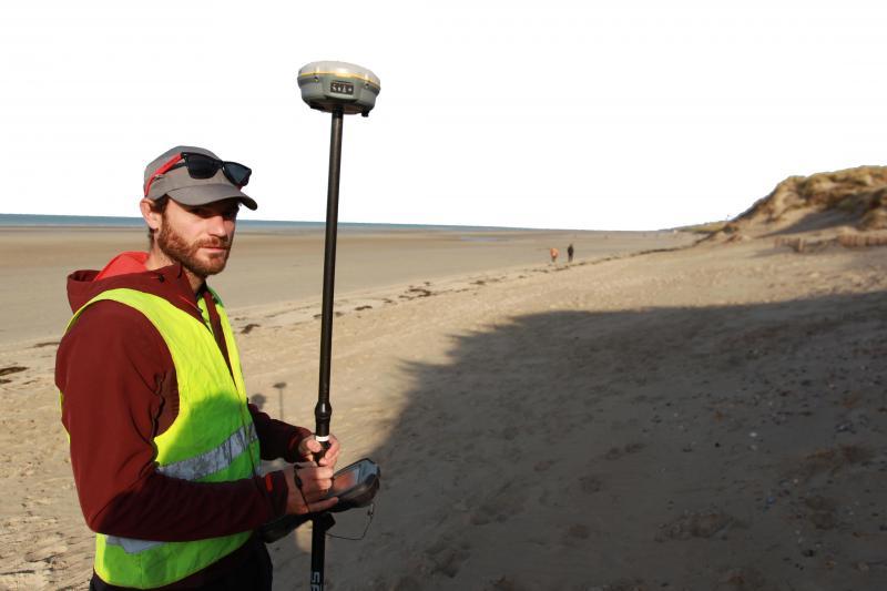 Adrien Cartier est               docteur en géomorphologie littorale.