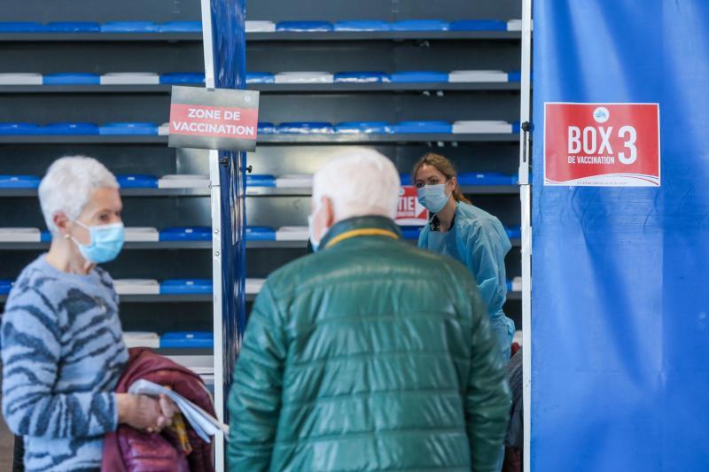 Entre l'entrée dans la salle Damrémont et l'administration du vaccin, les patients doivent compter environ 10 minutes. Photo Thierry Thorel