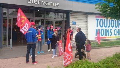 Les salariés de Dreamland manifestent pour dénoncer une possible fermeture  du magasin 8049d8a56f3