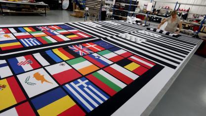 L entreprise Faber France fabrique des drapeaux mais aussi tout autre  support textile de communication 78e7210cd56