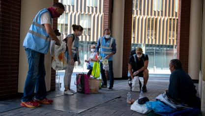 Lille: des maraudes auprès des sans-abri à l'heure du déjeuner